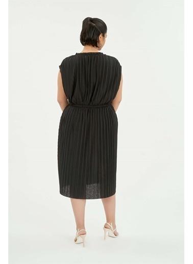 Luokk Zoe Beli Ayarlanabilir Piliseli Yuvarlak Yaka Elbise Siyah